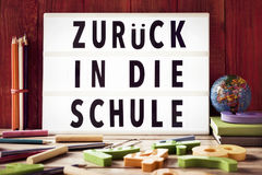 Κείμενο zuruck στον κύβο schule, πίσω στο σχολείο στα γερμανικά Στοκ εικόνες με δικαίωμα ελεύθερης χρήσης