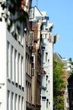 Κεκλιμένο σπίτι στο Άμστερνταμ Στοκ Φωτογραφίες
