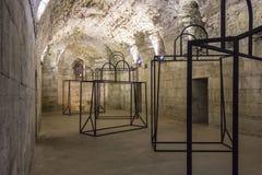 Κελάρια του παλατιού Diocletian σε Spalato, με μια εγκατάσταση τέχνης Στοκ Φωτογραφίες