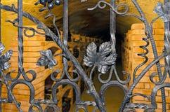 Κελάρι κρασιού με την πόρτα σιδήρου Στοκ Εικόνα