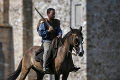 Κελτικά άλογα οδήγησης ιπποτών στο παραδοσιακό κοστούμι Στοκ Φωτογραφία