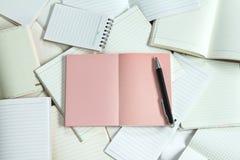 Κενά έγγραφο σημειωματάριων Manny και υπόβαθρο σημειωματάριων Στοκ Εικόνα
