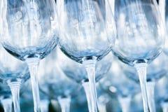Κενά γυαλιά κρασιού σε ένα εστιατόριο Στοκ φωτογραφία με δικαίωμα ελεύθερης χρήσης