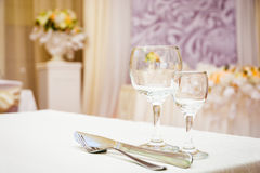Κενά γυαλιά κρασιού στο εστιατόριο Στοκ φωτογραφία με δικαίωμα ελεύθερης χρήσης