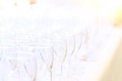 Κενά γυαλιά κρασιού το κόμμα κήπων Στοκ εικόνα με δικαίωμα ελεύθερης χρήσης