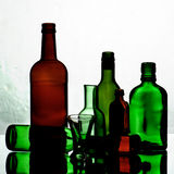 κενά γυαλιά μπουκαλιών Στοκ εικόνες με δικαίωμα ελεύθερης χρήσης