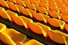 Κενά κίτρινα καθίσματα στο αθλητικό στάδιο Στοκ εικόνα με δικαίωμα ελεύθερης χρήσης