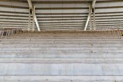 Κενά καθίσματα κονιάματος στο γήπεδο ποδοσφαίρου Στοκ Εικόνες