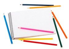 Κενά μολύβια σημειωματάριων και χρώματος Στοκ Φωτογραφία