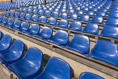Κενά μπλε καθίσματα στο αθλητικό στάδιο Στοκ εικόνες με δικαίωμα ελεύθερης χρήσης