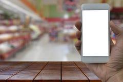 Κενά ξύλινα WI smartphone εκμετάλλευσης επιτραπέζιων διαστημικά πλατφορμών και χεριών Στοκ Εικόνα