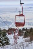 Κενά παλαιά ξύλινα chairlifts στοκ εικόνες