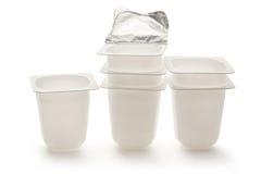 Κενά πλαστικά δοχεία γιαουρτιού Στοκ φωτογραφία με δικαίωμα ελεύθερης χρήσης