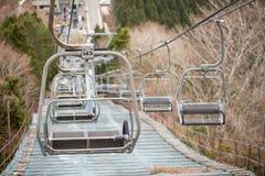 Κενά chairlifts σκι, Μιγιαζάκι, Ιαπωνία στοκ φωτογραφία με δικαίωμα ελεύθερης χρήσης