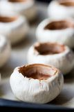 Κενά champignons μανιταριών καλυμμάτων, μαγειρεύοντας εύγευστα πρόχειρα φαγητά Στοκ φωτογραφία με δικαίωμα ελεύθερης χρήσης