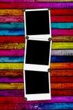 κενά polaroids τρία ανασκόπησης ξύλ&io Στοκ Φωτογραφία