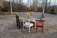 Κενές έδρες το του χωριού φθινόπωρο ethno Στοκ φωτογραφία με δικαίωμα ελεύθερης χρήσης