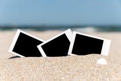 Κενές αναδρομικές στιγμιαίες φωτογραφίες στην παραλία Στοκ Εικόνες