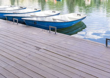 Κενές βάρκες στην αποβάθρα Στοκ φωτογραφίες με δικαίωμα ελεύθερης χρήσης