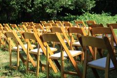 Κενές καρέκλες που αναμένουν τους φιλοξενουμένους στοκ φωτογραφίες
