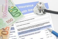Κενές μορφές ασφάλειας υγείας με τα τραπεζογραμμάτια στηθοσκοπίων, μανδρών και χρημάτων στοκ φωτογραφίες με δικαίωμα ελεύθερης χρήσης