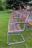 Κενές, ξύλινες καρέκλες Στοκ φωτογραφία με δικαίωμα ελεύθερης χρήσης