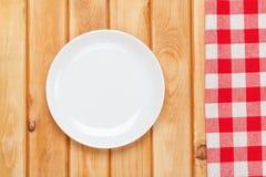 Κενές πιάτο και πετσέτα στοκ φωτογραφίες με δικαίωμα ελεύθερης χρήσης