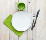 Κενές πιάτο, φλυτζάνι και ασημικές Στοκ Φωτογραφίες