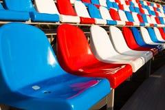 Κενές πλαστικές έδρες στο στάδιο Στοκ φωτογραφίες με δικαίωμα ελεύθερης χρήσης