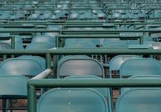 Κενές πράσινες έδρες σταδίων στη διαδρομή αλόγων Στοκ φωτογραφία με δικαίωμα ελεύθερης χρήσης