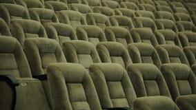 Κενές σειρές των καθισμάτων θεάτρων, αιθουσών συναυλιών ή κινηματογράφων