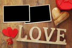 κενές φωτογραφιών επιστολές λέξης πλαισίων επόμενες ξύλινες Με αγάπη από Στοκ Φωτογραφίες