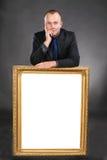 Κενή άσπρη κάρτα εκμετάλλευσης ατόμων στο πλαίσιο Στοκ Εικόνες