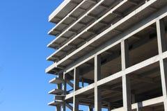 Κενή άσπρη δομή κτηρίου τσιμέντου Στοκ Εικόνες
