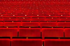 Κενή αίθουσα κινηματογραφικών αιθουσών με τα καθίσματα Στοκ εικόνες με δικαίωμα ελεύθερης χρήσης