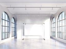 Κενή αίθουσα με τα πανοραμικά παράθυρα Στοκ εικόνες με δικαίωμα ελεύθερης χρήσης