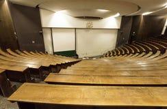 Κενή αίθουσα συνεδριάσεων του τεχνικού πανεπιστημίου για τη διάλεξη και της βαθμολόγησης των σπουδαστών Στοκ Φωτογραφία