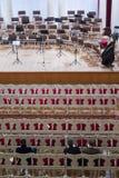 Κενή αίθουσα συνεδριάσεων και η σκηνή πριν από τη συναυλία Στοκ φωτογραφίες με δικαίωμα ελεύθερης χρήσης