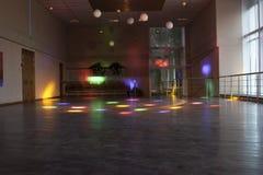 Κενή αίθουσα χορού με τα χρωματισμένα φω'τα/την αίθουσα χορού Στοκ Εικόνα