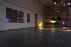 Κενή αίθουσα χορού με τα χρωματισμένα φω'τα/την αίθουσα χορού Στοκ εικόνες με δικαίωμα ελεύθερης χρήσης