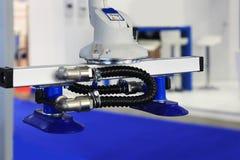 Κενή αναρρόφηση ενός βιομηχανικού ρομπότ Στοκ Φωτογραφίες