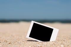 Κενή αναδρομική στιγμιαία φωτογραφία στην παραλία Στοκ φωτογραφία με δικαίωμα ελεύθερης χρήσης