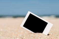 Κενή αναδρομική στιγμιαία φωτογραφία στην παραλία Στοκ Φωτογραφία