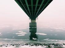 Κενή αποβάθρα και μεγάλη λίμνη Στοκ Φωτογραφίες