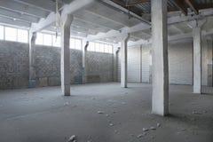 Κενή εγκαταλειμμένη αποθήκη εμπορευμάτων Στοκ φωτογραφία με δικαίωμα ελεύθερης χρήσης