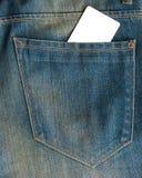 Κενή επαγγελματική κάρτα σε μια τσέπη φθαρμένων των μπλε τζιν Στοκ εικόνα με δικαίωμα ελεύθερης χρήσης