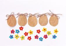 Κενή ετικέτα εγγράφου Πάσχας, μορφή αυγών, ζωηρόχρωμα λουλούδια applique Στοκ Εικόνα