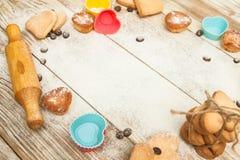 Κενή, ευτυχής ημέρα βαλεντίνων ` s, ευχετήρια κάρτα με τις καρδιές μπισκότων, Στοκ Εικόνες