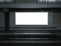 Κενή ελαφριά κυλιόμενη σκάλα εμβλημάτων πινάκων διαφημίσεων αφισών κιβωτίων εσωτερική Στοκ εικόνα με δικαίωμα ελεύθερης χρήσης