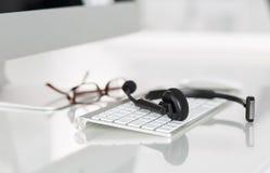 Κενή θέση εργασίας του χειριστή υπηρεσιών τηλεφωνικών κέντρων Στοκ φωτογραφίες με δικαίωμα ελεύθερης χρήσης